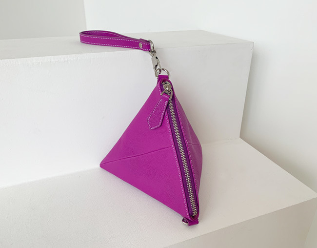 TRIANGLE BAG_ magenta